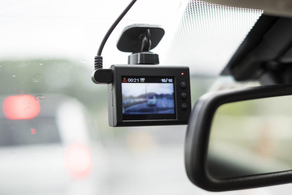 あおり運転対策!カメラタイプや機能別ドライブレコーダーの選び方とランキング!