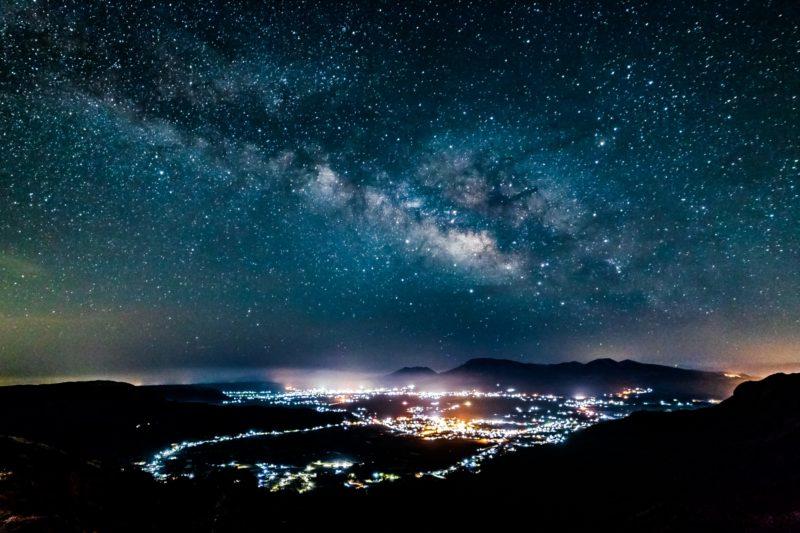 冬は最も星座がきれいに見える季節!6つの星座の1等星を結んだ『冬のダイヤモンド』を探そう!