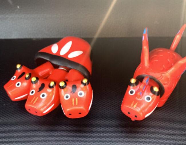 神獣ベコたち…!?会津地方の首振り人形、赤べこのガチャガチャが面白い!【福島県】